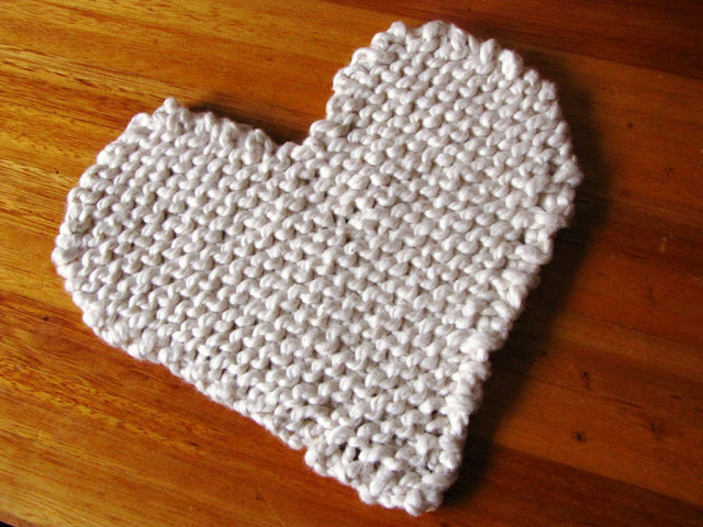 FREE Knitting Coaster Patterns. List of various free knitting patterns to make coasters. Colorful and cute free knitted coaster patterns.