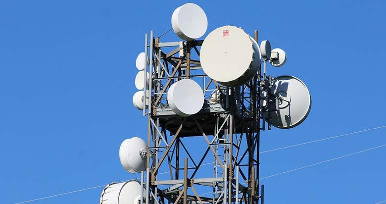 Antenne de réseau mobile –Wifi, 4G, 5G... quels sont les dangers des ondes électromagnétiques sur les électrohypersensibles ?