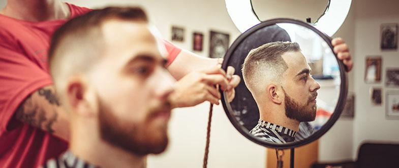 Pour se raser la barbe : il faut la tailler régulièrement