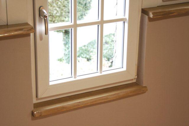 Eiche Holzfensterbänke mit Naturkante Beispiele im Einbau