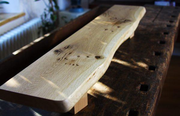 Holzfensterbank aus Wildeiche, Asteiche mit Naturkante der natürlichen Baumkante
