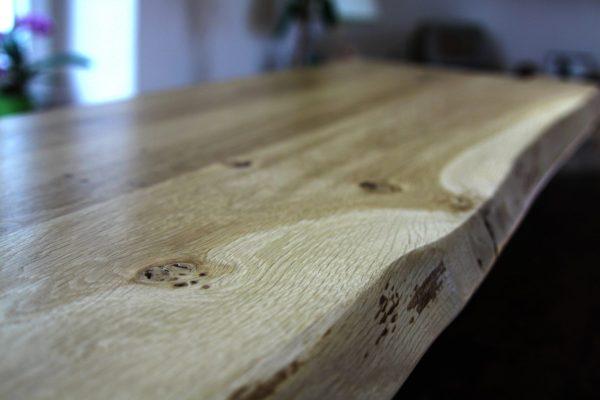 Wildeiche Asteiche Holz-Fensterbank mit Naturkante bzw. natürlicher Baumkante