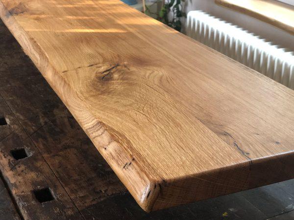 Holz Sitzbank, Theke oder Tresen-Platte oder Tischplatte aus Wildeiche/Eiche mit Naturkante bzw. Live-Edge, geölt