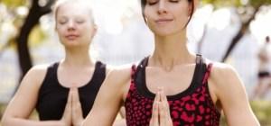 Inre leende - två yogatjejer