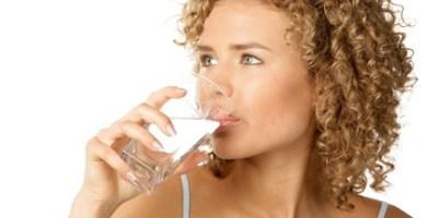 La necesidad de beber suficiente Agua