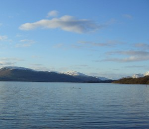 A photograph showing clear skies and quiet waters at Loch Lomond, Scotland. Image: NaturPhilosophie