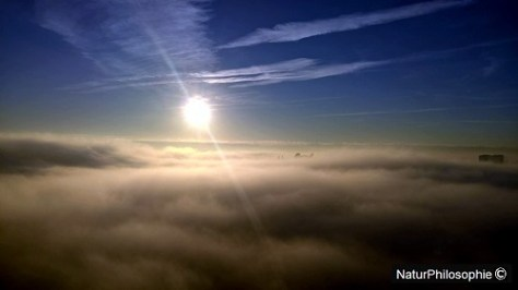 A photograph showing a typical temperature inversion layer over the Scottish city of Glasgow. The Sun is shining bright, and the sky is clear and blue, above a thick blanket of smog, located at ground level. Photograph: NaturPhilosophie