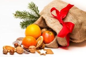 Weihnachtssack mit Nüssen,Früchte und Gebäck
