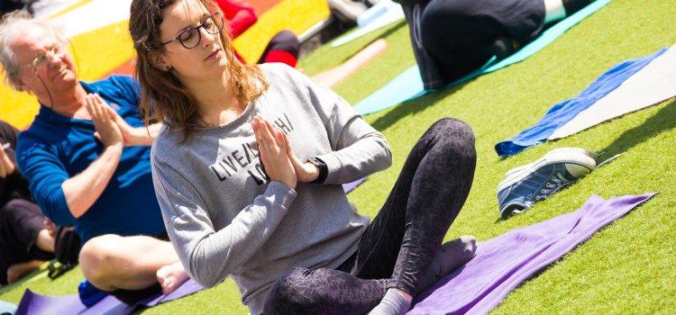 Wat is yin yoga? En waar is het goed voor?