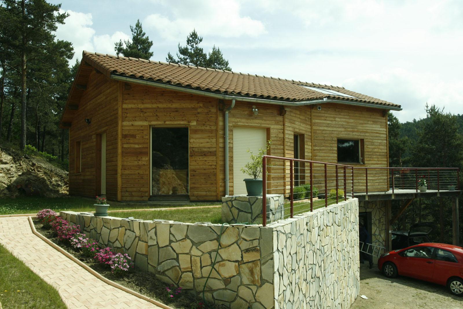 Maison Poteau poutre Contemporaine avec Bardage en douglas et Terrasse suspendue
