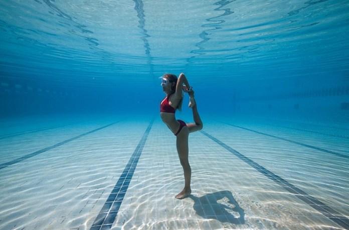 yoga subacuático