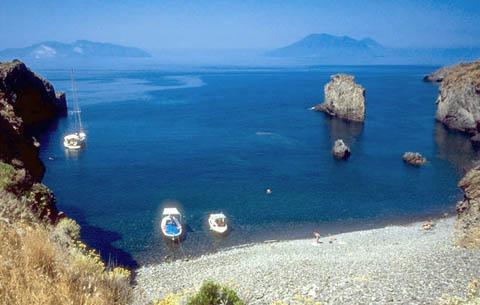 Risultati immagini per spiaggia della calcara panarea