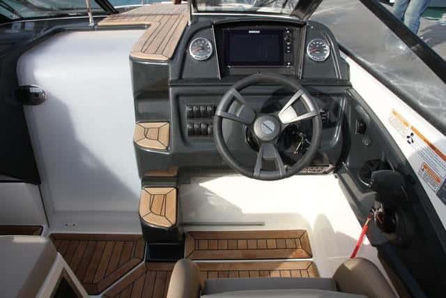Puesto de gobierno Quicksilver Activ 755 Cruiser