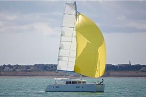 catamarans lagoon 400 surfent sur le succès