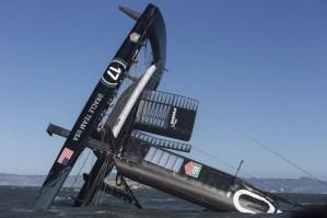 Spectaculaire chavirage en AC72 d'ORACLE TEAM USA dans la baie de San Francisco
