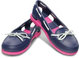 CROCS™ présente sa première sa première collection de chaussures bateau en CROSSLITE™