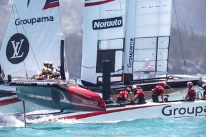 """America's Cup : """"Band-aid"""" solution helps ORACLE TEAM USA take the win to open Round Robin 2"""