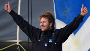 François Gabart pulvérise le record du tour du monde à la voile en solitaire
