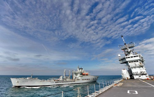 ark-royal-ras-com-wave-ruller-foto-royal-navy