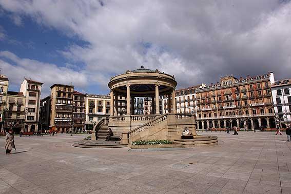 AGENDA: 10 de octubre, en la Plaza del Castillo, IV Semana del ...