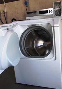 Faro Boat Yard Wash room laundry