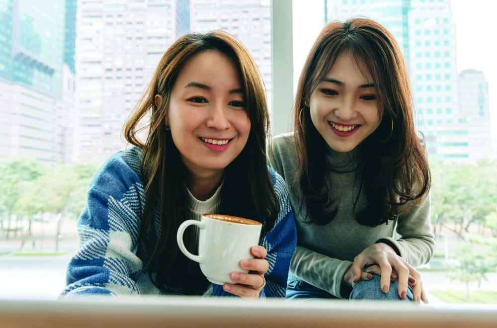 Sharing the Treasure of Good News with Other Moms | The Navigators International Student Ministry | Asian girls with female friends in cafe