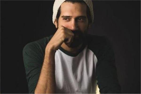 فنان مصري شهير يصدم الجمهور بتعاطيه المخدرات والسرقة!
