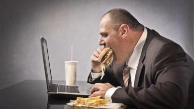 الأكل أمام#صحة| جهاز الحاسوب يؤدي إلى البدانة