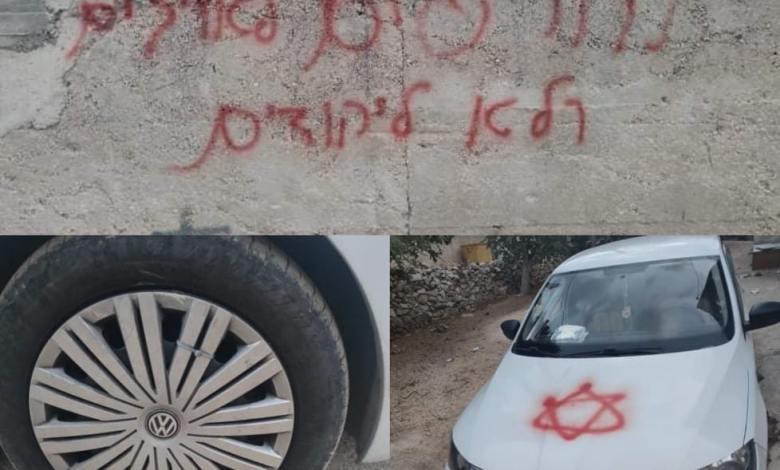 مستوطنون يقتحمون قرية مردا شمال سلفيت ويخطون شعارات عنصرية على مركبات المواطنين