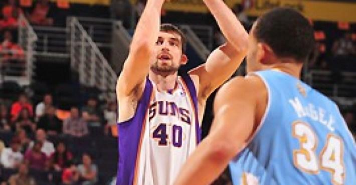Phoenix Suns corta al pívot Luke Zeller