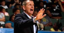 Los 76ers se entrevistan con Jay Larrañaga para ofrecerle ser su entrenador jefe