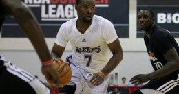 Los Angeles Lakers firman a Marcus Landry