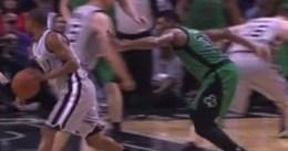 Marcus Smart, un partido de suspensión por su puñetazo en la entrepierna a Bonner