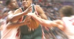 Los Bucks ganan en Chicago y alargan la serie