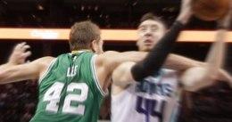Boston corta a David Lee y Denver despide a dos jugadores