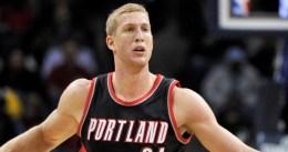 Mason Plumlee se aleja de Portland