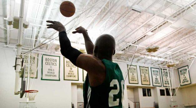 Ray Allen lanza un tiro en un entrenamiento