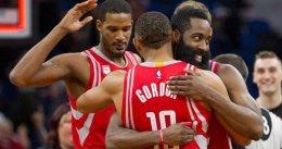 Un triple sobre la bocina de Eric Gordon silencia a los 76ers