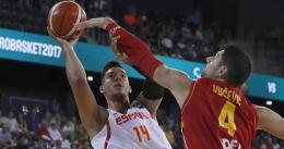 España arrasa en su debut ante Montenegro