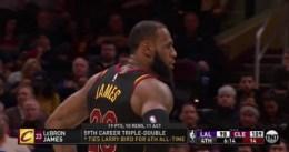 LeBron iguala a Bird en triples-dobles; Cleveland supera a Lakers