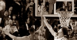 C.J. McCollum gana a los Spurs