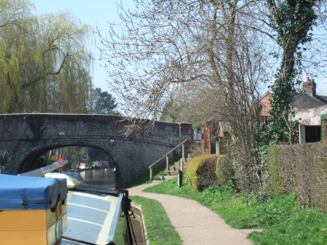 Our first mooring on the SUC Middlewich branch. One of the gardens in front of us is flying the cornish flag.