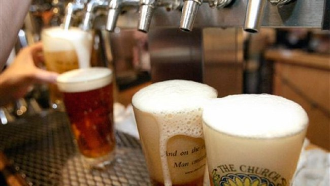 pouring-beer_229961