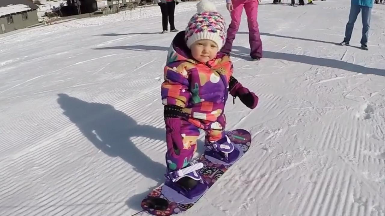 121517-baby-snowboard-12580x720_372472