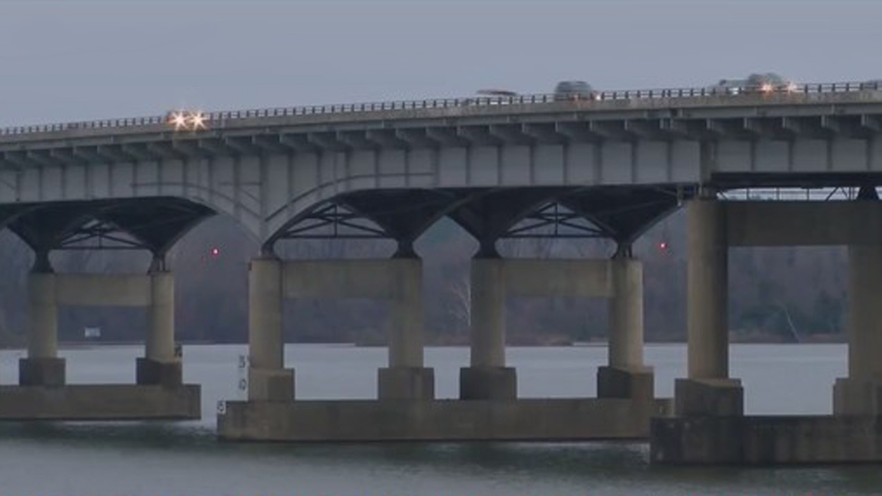 Kidnapping victim thrown from interstate bridge in Arkansas