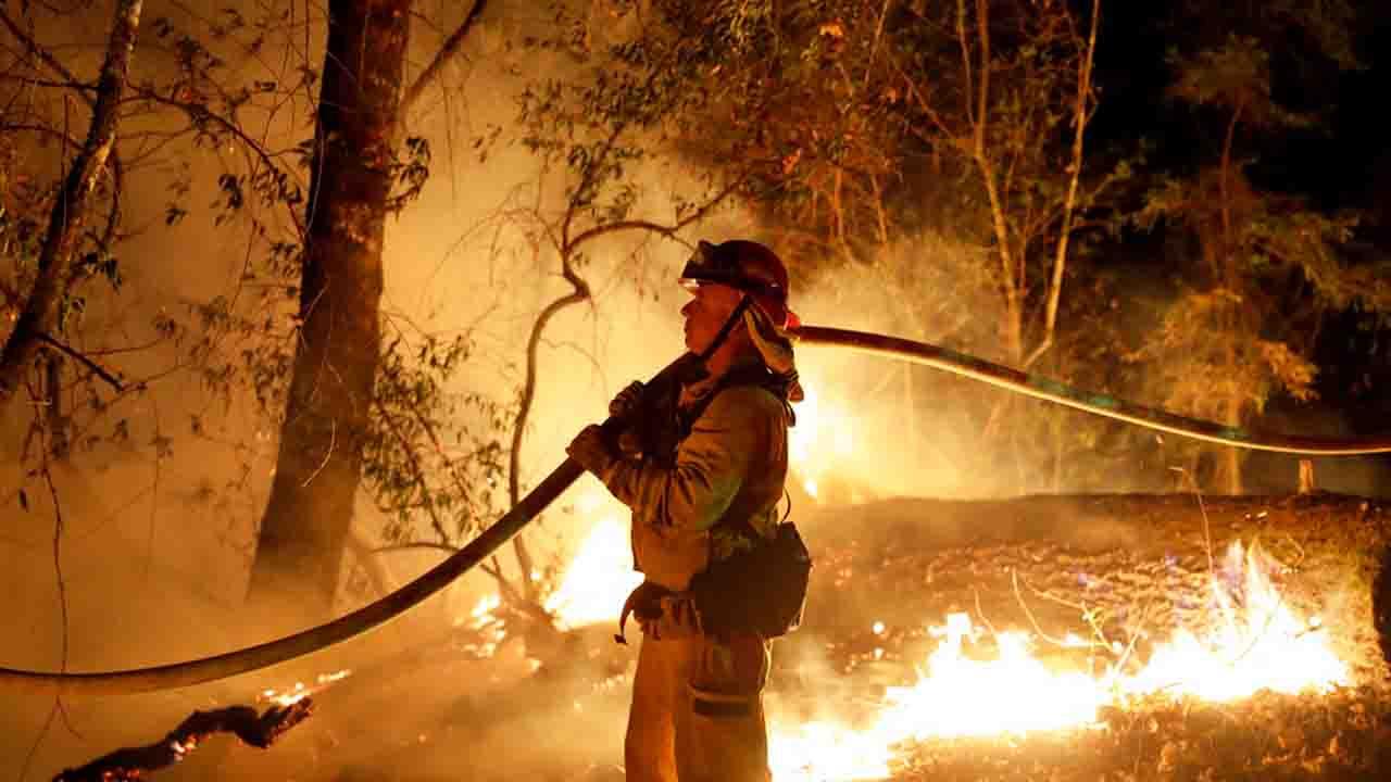 firefighter wildfire_1548370344947.jpg.jpg