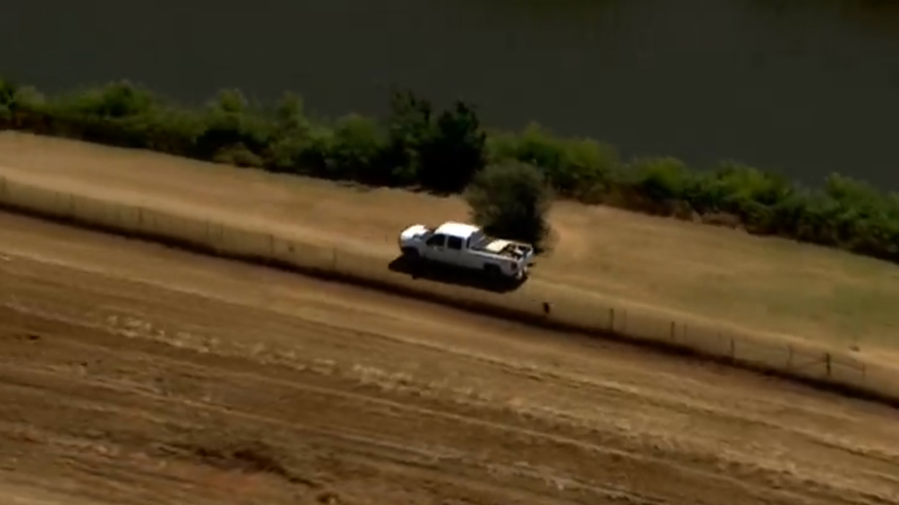 Oklahoma City police involved in high-speed chase with pickup truck