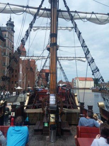 Die Touris werden durch den Hafen gegondelt