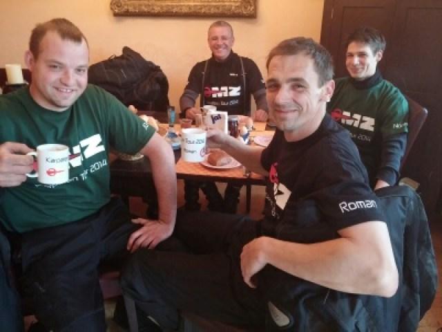 Die MZ Truppe beim Frühstück