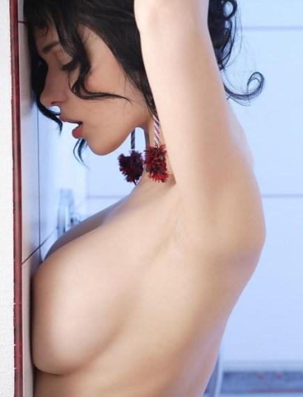 wall-boobs-13